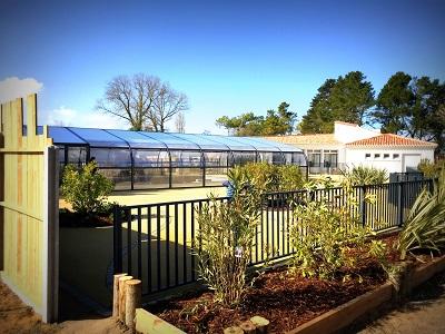 La piscine couverte du camping ouvert à l'année