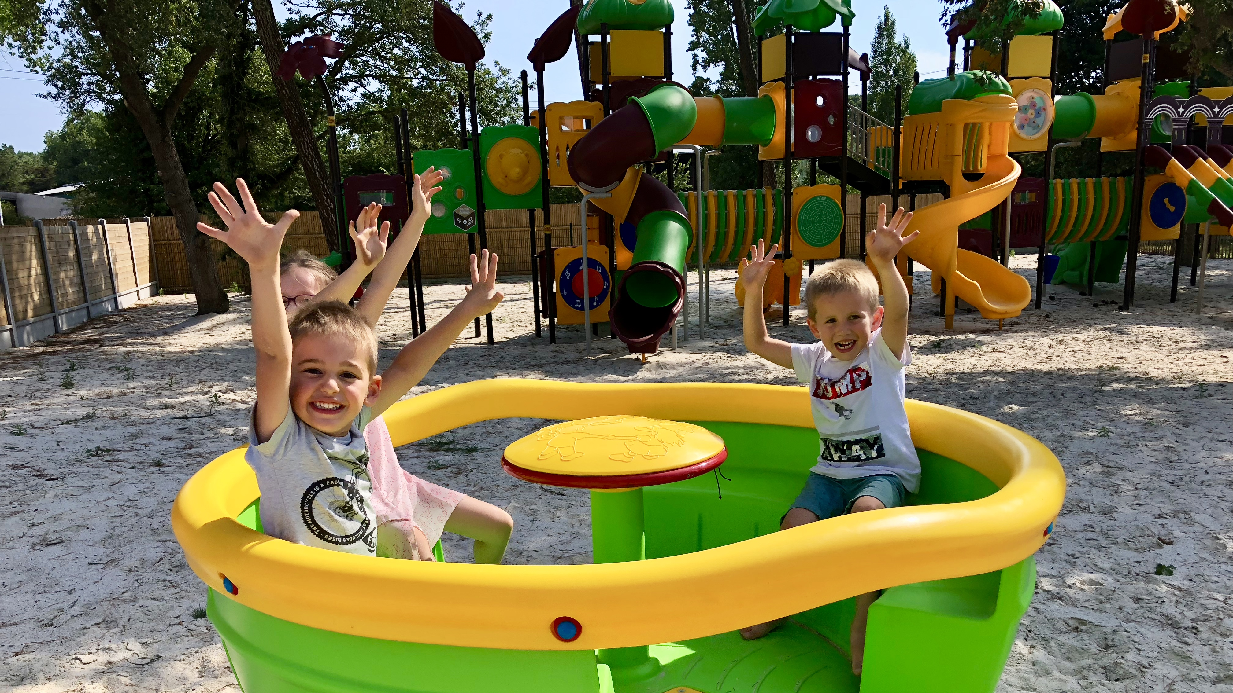 camping ouvert à l'année avec jeux enfants