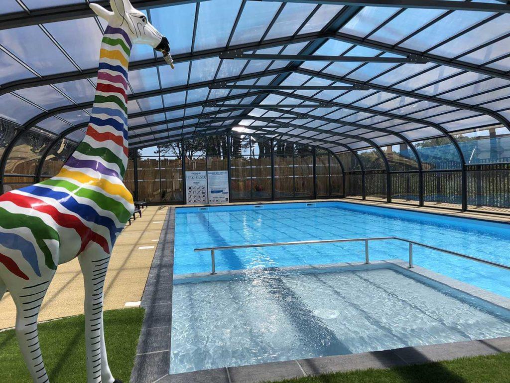 La piscine couverte du parc résidentiel de loisirs