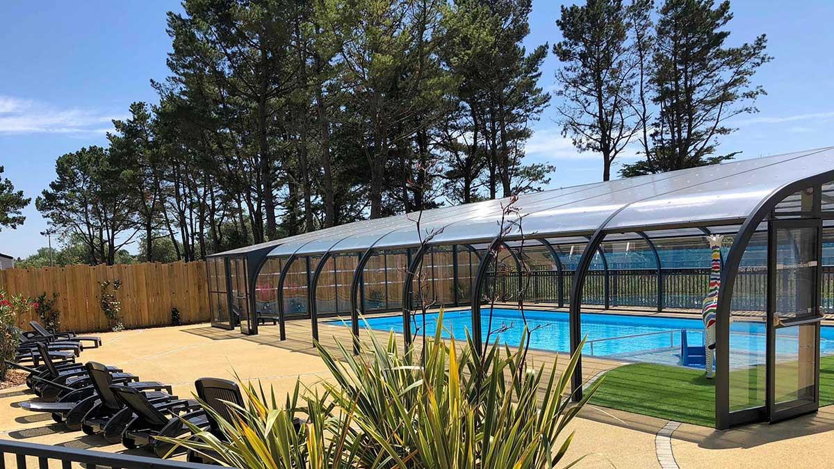 votre résidence secondaire avec piscine couverte